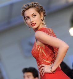 - you're not the only one - Ana de Armas Top Female Celebrities, Beautiful Actresses, Most Beautiful Women, Pretty Woman, Bridal Hair, Wedding Hairstyles, Marie, Hair Beauty, Hair Styles