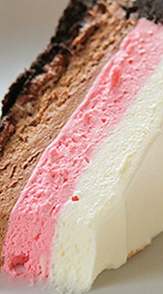 Neapolitan No Bake Cheesecake! Beautiful cheesecake that will impress anyone who sees it! Chocolate, strawberry and vanilla cream cheese with an Oreo crust! Healthy Cheesecake, Cheesecake Desserts, Healthy Dessert Recipes, Delicious Desserts, Yummy Food, Neapolitan Cake, Summer Desserts, Just Desserts, Sweets