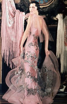John Galliano for Dior 1998 Spring/Summer Haute Couture What a talented artist - elaborate visions, beautiful, dramatic and intricate details — some of the most famous collections in history. John Galliano, Galliano Dior, Runway Fashion, High Fashion, Fashion Show, Womens Fashion, Fashion Design, Fashion Fashion, Fashion Through The Decades