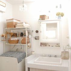 造作洗面台は病院用のシンク IKEAのミラーキャビネットはたくさん収納できる