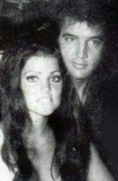 E King Elvis Presley, Elvis Presley Family, Elvis And Priscilla, Elvis Presley Photos, Priscilla Presley, Lisa Marie Presley, Nancy Sinatra, Family Photo Album, Famous Couples