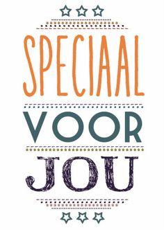 """Typografische vriendschapskaart of liefdekaart met """"Speciaal voor jou"""" in veel kleurtjes."""