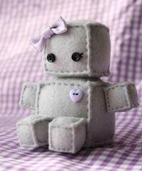 Cute felt robot::: Made this for Jana <3  She loves hers!