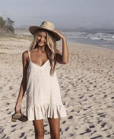 Vestidos de Lino: TOP Marcas para este 2019 - Snore Tutorial and Ideas Cool Outfits, Summer Outfits, Summer Dresses, Relaxed Outfit, La Mode Masculine, Hooded Dress, Floral Midi Dress, Tee Dress, Costume