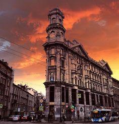 закат на углу Загородного проспекта и улицы Рубинштейна. Автор фото: Doctor.way.