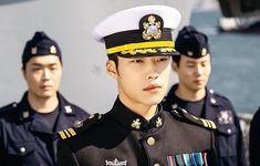 Korean Men, Korean Actors, Korean Dramas, Big Bang Top, Kim Go Eun, Kdrama Actors, Royal Babies, Park Shin Hye, Matthew Mcconaughey