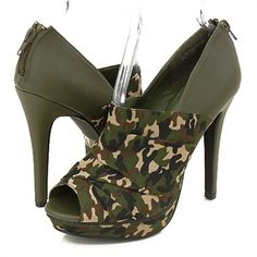 Google Image Result for http://budgetdreamweddings.com/wp-content/uploads/2010/07/cabel-platform-camo-shoes.jpg