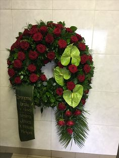 Funeral wreath Wreaths For Front Door, Door Wreaths, Large Flower Arrangements, Sympathy Flowers, Funeral Flowers, Ikebana, Christmas Wreaths, Diy And Crafts, Floral Design