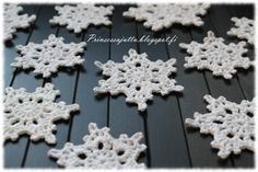 Prinsessajuttu: Lumihiutaleet Crochet Home, Knit Crochet, Crochet Snowflakes, White Christmas, Crochet Earrings, Knitting, Crafts, Crocheting, Jewelry