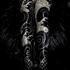 Japanese-inspired blackwork leg-sleeve tattoos by Swipe to the side to see both photos! Irezumi Tattoos, Tribal Tattoos, Hannya Tattoo, Maori Tattoos, Leg Tattoos, Geisha Tattoos, Dragon Tattoos, Japanese Wave Tattoos, Japanese Tattoo Designs