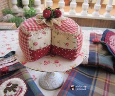 dulces pilukas: Pastel de fresas, un alfiletero muy dulce