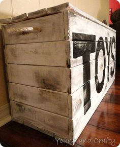 For the outdoor toys to keep in the garage or shed? Toy Box- going to make one out of free/discount lumber. Maybe make it extra long with a divider down center for kids who share a room. Wooden Toy Boxes, Wooden Toys, Rustic Toy Boxes, Pallet Toy Boxes, Pallet Crafts, Pallet Projects, Pallet Ideas, Do It Yourself Baby, Crates