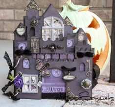 Melissa Samuels explains how she made this Spooky Haunted House minialbum using a chipboard sandcastle album.