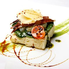 ¿Has probado ya el menú degustación que ha preparado el Restaurante Celebris para los Premios Horeca que se celebran este mes? ¿A que nuestra coca de pesto y espinacas con anchoas y pera tiene una pinta estupenda?
