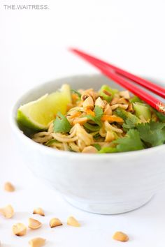 Rezept für ein leckeres Veggie Pad Thai mit Erdnuss-Sauce / The Waitress Blog