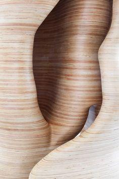 TONY CRAGG. Hamlet, 2009. Wood, 386 x 130 x 100 cm.