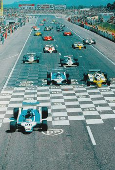 Jacques Laffite (Ligier-Ford No.26) starts from pole position for the 1980 French Grand Prix, Circuit Paul Ricard