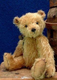 Barney ~ Handmade by Erin Roy ~ Bears*n*Bling ~ Bears*n*Bling ~ http://bearsnbling.bearpile.com/