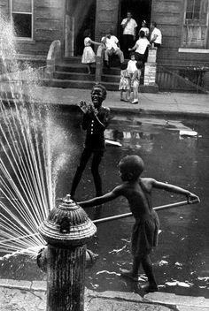 <> Harlem 1963, by Leonard Freed