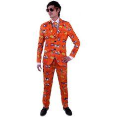 Luxe heren kostuum Holland. Luxe getailleerd colbert en pantalon met kaas, tulpen, molens en koeien. Het pak wordt geleverd met een bijpassende stropdas. Materiaal: 65% katoen / 35% polyester.