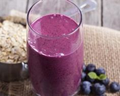 Healthy Smoothie Recipes - Smoothies are an awesome way to pack tons of nutrition into a delicious, convenient treat that you can enjoy anywhere! High Protein Smoothies, Protein Smoothie Recipes, High Protein Breakfast, High Protein Snacks, Whole Foods, Whole Food Recipes, Healthy Recipes, Vitamix Recipes, Veg Recipes