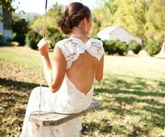backless lace wedding dress- so pretty