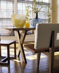 Glass accessories and natural wood furnishings...simple....casual....pretty.
