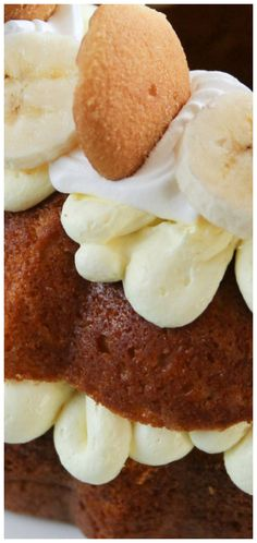 Banana Pudding Bundt Cake ~ This cake is an easy one to throw together and looks and tastes wonderful – cool, creamy filling and topping with a moist banana pudding flavored cake with vanilla wafers baked inside.