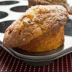 Temps de cuisson: 20minutes Temps de préparation: 25minutes Portions: 12portions Ingrédients 425 ml (1 2/3 tasse)de farine 250 ml (1 tasse)de son d'avoine 125 ml (1/2 tasse)de cassonade 15 ml (1 c. à soupe)de levure chimique) poudre à pâte 2 ml (1/2 c. à thé)de bicarbonate de soude 12 ml (2 1/2 c. à thé)de …