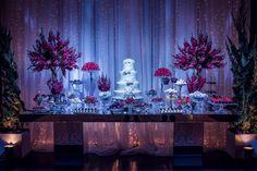 Casamento moderno: iluminação da mesa de bolo