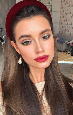 Statement Haarschmuck zum Ausprobieren in dieser Herbstsaison: BARRETTE / MÉLÒ… – Hair Accessories Diy 2020 Beauty Make-up, Hair Beauty, Wine Red Lipstick, Glam Makeup, Hair Makeup, Grunge Hair, Gorgeous Makeup, Headband Hairstyles, Daily Hairstyles
