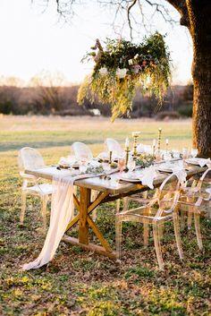 Romantic and rugged Texas wedding table decor: Photography: Melanie Julian - http://www.melaniejulian.com/
