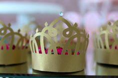 Laços Dourados - Cassiane Dorigon personaliza seus melhores momentos | Pequena Princesa Valentina | caixinha em formato de coroa com 1 bombom
