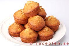 Bananmuffins - Recept på goda och saftiga bananmuffins som kan bakas både stora (amerikanska) eller mindre (svenska). Enkelt recept med bilder steg för steg.
