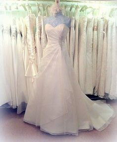 SOPHIA | The Bridal Room | info@TheBridalRoomAtherstone.co.uk | www.TheBridalRoomAtherstone.co.uk | 01287 767 080