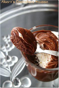 Parfaite mousse au chocolat – Anne-Sophie FashionCooking - New ideas Thermomix Desserts, Köstliche Desserts, Delicious Desserts, Dessert Recipes, Chocolate Desserts, Mousse Dessert, My Recipes, Sweet Recipes, Cooking Recipes