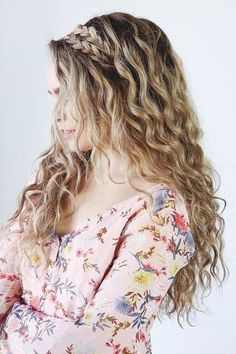 17 Beautiful Ways to Style Blonde Curly Hair – hairstyles for curly hair natural Summer Hairstyles, Braided Hairstyles, Blonde Hairstyles, Woman Hairstyles, Simple Hairstyles, Curly Braided Hair, Curly Hair With Braids, Natural Curl Hairstyles, Wedding Hairstyles For Curly Hair