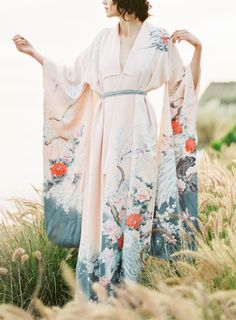 This Might Be the Prettiest Bridal Kimono Ever. - http://www.stylemepretty.com/2016/06/03/japanese-style-bloom-wedding-inspiration/