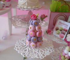 miniature ou  maison de barbie- pâtisserie petite pièce montée macarons en fimo