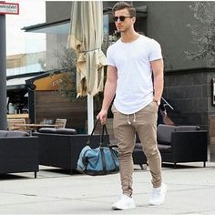 Detalhes com zíper na barra está super em alta  @moda.homem  #modamasculina #modaparahomens #men #mens #menstyle #mensfashion #streetfashion #streetstyle #stylish #style #itboy #menstyle #menswear #fashionformen