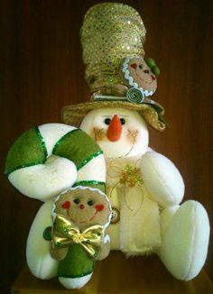 *** Felt Christmas, Christmas Projects, Christmas Time, Christmas Ornaments, Christmas Ideas, Snowman Crafts, Felt Crafts, Homemade Dolls, Winter Project