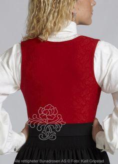 Nordmørsbunad til dame - BunadRosen AS Liv, Sort, Apron, Fashion, Moda, Fashion Styles, Fashion Illustrations, Aprons