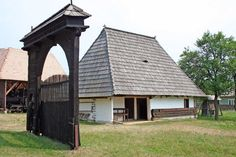 Szekely haz Vernacular Architecture, Traditional House, Old Houses, Gazebo, Farmhouse, Outdoor Structures, Landscape, Case, Building
