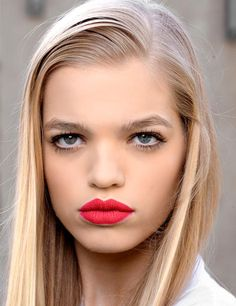 Really pretty model! Daphne Groeneveld! What's wrong with her make up?