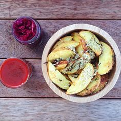 Raw till 4 dinner idea. Rosemary Garlic Wedges I'm completely addicted to fries, which is not a problem when they are this healthy! I add no oil or salt, and I serve with homemade ketchup and raw probiotic sauerkraut. Always buy organic potatoes. Raw till four 801010