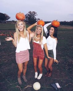 Riley Thomas: Look at all dem pumpkins; Dream Field Farms, Inc. Fall Pictures, Bff Pictures, Fall Photos, Fall Pics, Bff Pics, Fall Friends, Cute Friends, Pumpkin Patch Pictures, Best Friend Pictures