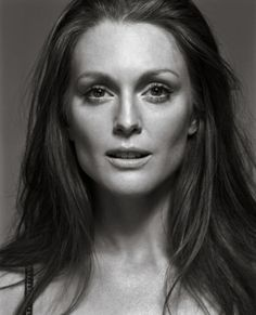 Julianne Moore. Ageless, gorgeous, FLAWLESS :)