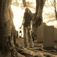 Explore the pilgrim gravesites and burial grounds of one of the oldest towns in America. Learn about burial customs and traditional ghost st. East Coast Travel, Most Haunted Places, New Bedford, Ghost Tour, Old Street, Countries To Visit, Travel And Tourism, Heritage Site, Plymouth