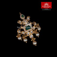 Shop traditional maang tikka online from Kameswari Jewellers in India. Choose from latest maang tikka and bridal jewellery collections. Gold Jewelry Simple, Gold Wedding Jewelry, Bridal Jewelry, Beaded Jewelry, Pendant Jewelry, Pendant Necklace, Gold Earrings Designs, Gold Jewellery Design, Designer Jewellery