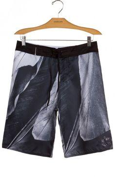 Bermuda surf pena PB Osklen - material aquestream, secagem ultra rápida, leveza e resistência.